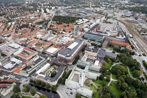 Ska få varmare färger. Folkpartiet vill ställa fler krav vid ny- och ombyggnader i centrala Västerås. FOTO: Flygbild/VLT:s arkiv