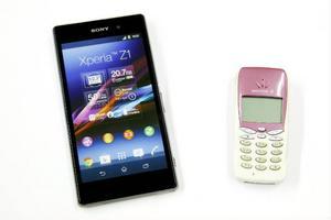 Ett tag handlade utvecklingen om att tillverka så små telefoner som möjligt. Här en Ericsson T66 som väger in på 69 gram.