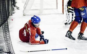 Simon Jansson blev knockad av Jonas Edlings skott, och drabbades av plötslig tandlossning, i lördagens kvartsfinal.