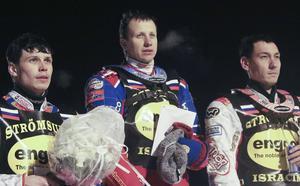 Dmtry Khomitsevich (i mitten) och Daniil Ivanov (till höger) tog varsin pallplats vid fjolårets individuella VM-semifinal i Strömsund. I vinter är de tillbaka i Strömsundsdressen.