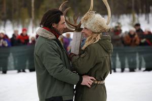 Storstadstjejen Nadja (Martin Haag) åker till Norrbotten för att se efter sin systers besvärlige svärfar (Bert-Åke Varg) och för att hitta en man att gifta sig med. Renskötaren Jocke (Ola Rapace) kliver fram som kandidat.