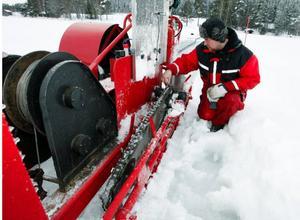 Sågkedjan är sju centimeter bred och maskinen sågar tre-fyra meter per minut. Foto: Jan Andersson