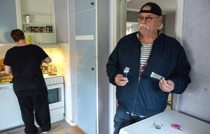 Låset till ett skåp i köket var uppbrutet när personalen kom till Västra vägen på måndagsmorgonen.
