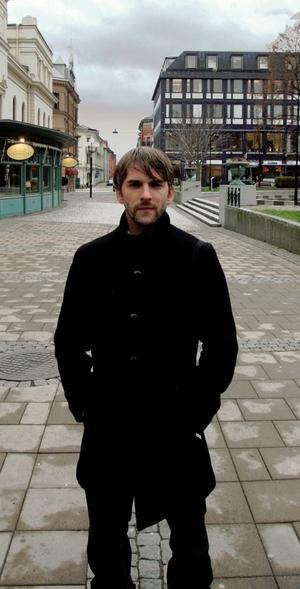 Linus Eklöw – mer känd under artistnamnet Style of Eye – har gjort remixer åt artister som Robyn, The Knife och Moby. Igår nominerades han till Sveriges Radios prestigefyllda pris P3 Guld i danskategorin.