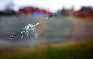 Nio skotthål fanns i fönsterrutorna på gaveln till Körfältets förskola när de kom till lokalerna på onsdagsmorgonen.