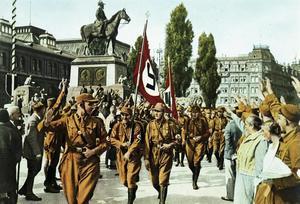 Horst Wessel anför en SA-trupp i Nürnberg 1929.