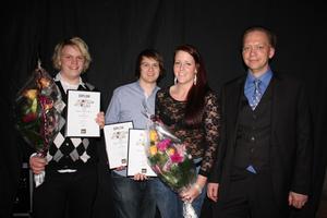 Årets UF-företag, Lost &Found UF. Emil Wallin, Linus Lyresten och Erika Tärning med rådgivaren Thomas Björklund.