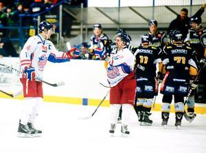 Falu IF:s lagkapten Anders Lövdal (till vänster) var i händelsernas centrum i derbyt mot Borlänge.