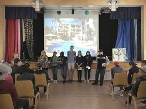 Eva Nordström, lärare, tillsammans med alla pristagare: Saba Telfah, Feben Tewelde, Dex Jillings, Linda Blomgren, Lahmay Htoo och Abdul Haj Hasan.