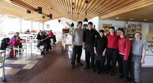 Abdullah Yazici, Sebastian Ehn, Josefin Andersson, Marika Larsson, Sandra Nord och Cecilia Ridderborg utgör arbetslaget som driver Hemlingbystugans kafé.