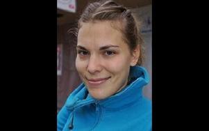 Michela Karlsson 23, Mora:-- Det är en bra idé. Det ska kanske inte vara så krångligt och jobbigt som när man tar körkortet, utan en uppdatering av kunskaper om trafikregler.Foto: BIRGIT NILSES GRÖNDAHL