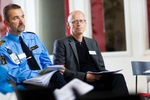 Länspolismästare Stephen Jerand och chefsåklagare Mikael Holmqvist har medarbetare som sett till att länet ligger i topp, när det gäller utredning och åtal för brott inom hemmets väggar.