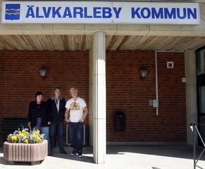 Elisabet Svensson, Ola Lindberg och Robert Berglin samlades igår för att diskutera vad en nedläggning av polisstationen kan få för konsekvenser.