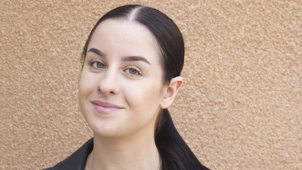 Sabina Vejo, 19 år,  studerande, Fagersta: – En galleria med affärer och restauranger. Så att vi har någonstans att handla och som lockar folk hit.