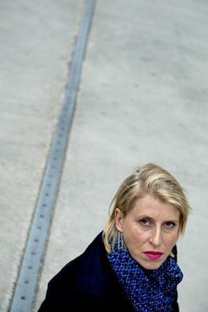 """Orolig. """"Vi måste erkänna att alla konstnärer inte är ämnen för att bli entreprenörer, men att de kan göra stor konst"""", säger Karin Willen, Konstnärernas Riksorganisation."""