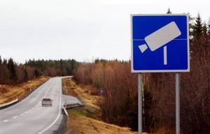 Ta bort varningsskyltarna framför fartkamerorna. Då måste bilisterna vara lite mer på hugget för en kamera kan ju dyka upp när som helst, skriver signaturen