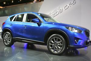 Mazda CX-5. Nya Mazda CX-5 kommer med märkets nya designspråk och helt nya chassi, motorer och växellådor, Sky Active. 173 hästkrafter från en 2,2-liters turbodiesel med koldioxidutsläpp lägre än 120 gram. CX-5 lanseras nästa år.