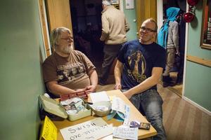 Uno Krantz och Anders Tång i filmklubben Karin Swanströms vänner bjöd in till världspremiär.