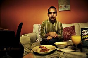 Anisur Rahman är poet, författare, litteraturkritiker, journalist med mera.