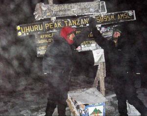 High five på toppen av Kilimanjaro.