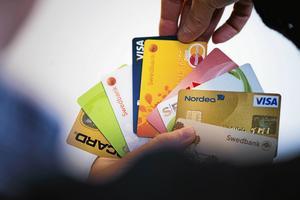 Du får i dig plast via mat och dryck som motsvarar ett kreditkort varje vecka.