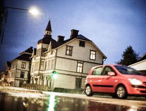 Bräcke fem dygn efter att 87-årige Åke Jonsson försvann. Ett Bräcke i ovisshet och djup förstämning.