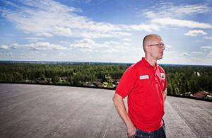 Under taket som Pelle Jansson står på finns allt vatten i tornet.