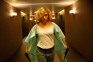 Scarlett Johansson spelar den övermänskliga Lucy i filmen med samma namn.   Foto: Universal Pictures