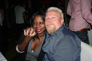 Blue Moon Bar. Jennifer och Baave