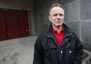 Lennart Lindahl har lämnat in ett medborgarförslag om att alla skolor i Gävle ska ha en skolmorfar. Han tror att det skulle leda till lugnare skolor med mindre mobbning.