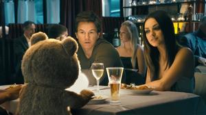Mark Wahlberg, Mila Kunis och nallebjörnen Ted.