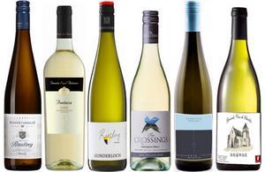 Sex av många utmärkta vita viner som finns att beställa på Systembolagets hemsida, eller direkt i din närmaste systembutik.