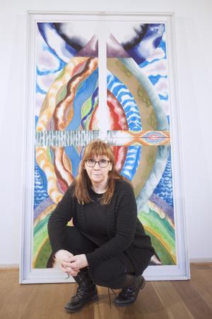 """""""Livbåten"""" är den sista tavlan som Ulla målade i sin utställning. Den symboliserar livet och vart i livet hon befinner sig just nu."""