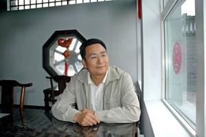 TALAR UT. James Shi, vd för Dragon Gate Group AB, berättar om hur han ser på miljonvitet som inte blev betalt och att ingen blev bötfälld för miljöbrottet vid Dragon Gate.