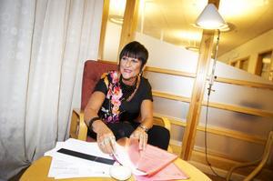 Lena Lindström hoppas att åtminstone tio, kanske tjugo ägare till tomma hus på landsbygden ska sälja eller hyra ut.