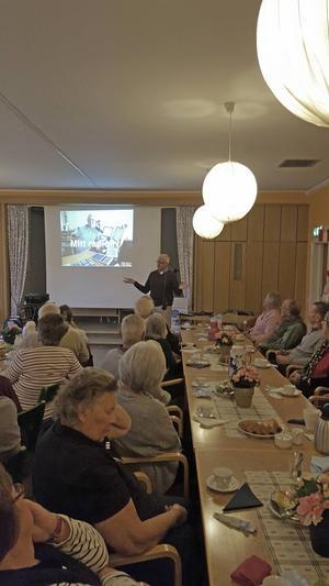 Gamla radiominnen gladde när SPF Grangärdebygden hade månadsmöte.