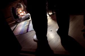 En kvinna har åtalats vid Falu tingsrätt misstänkt för två fall av barnmisshandel. Kvinnan ska ha slagit sin son i ansiktet samt rivit honom på armarna. Ett av brotten ska ha begåtts i Falu kommun. OBS: Bilden är arrangerad.