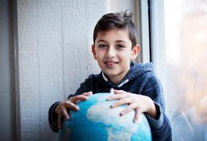 Vill Rädda jorden. Daniel Yonan i klass 4A på Blombackaskolan representerar världens barn.