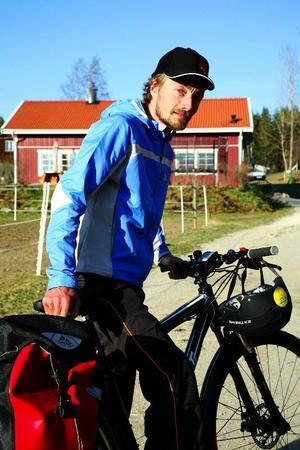 """Cykeln höll måttet. Efter 155 mil på sadeln genom Sverige, Tyskland och Holland är Magnus Elgendahl helnöjd med sin nya cykel. """"Jag la på 1000 kronor extra på att få en så bra cykel som möjligt och det var det verkligen värt – man får vad man betalar, så är det alltid."""""""