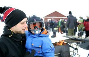 Två av de ungefär 2 000 besökarna var 1,5-årige Jack Bergsmo från Nordannälden och hans 25-årige pappa Thomas Bergsmo.