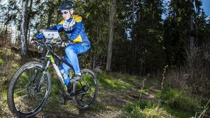 Viktor Löfgren tycker att det är bra att det går att kombinera orientering och cykling i en sport.
