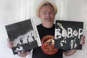 Janne Malm med Bebops båda album, som gavs ut både som vinyl och cd.