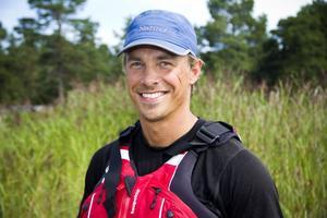 Peter Svanberg, 34 år, från Stockholm paddlar från Svinesund till Haparanda.
