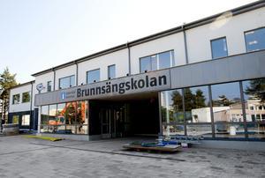 Till hösten kommer Brunnsängbarnen att kunna gå i sin nya skola. Till fasaden har det gått åt cirka 770 kvadratmeter glaspartier.