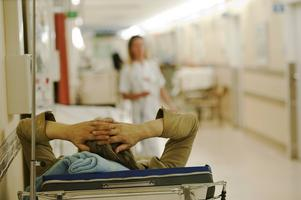 Patienter som vårdas i korridorer är ett problem på sjukhus runt om i landet. Enligt SKL:s statistik för september hade Sundsvalls sjukhus 2,6 överbeläggningar per hundra disponibla vårdplatser. Det är ett bättre resultat än genomsnittet i landet som landade på 2,8 under samma månad.