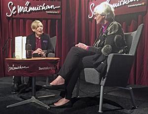 Den kända religionshistorikern Karen Armstrong samtalar med ärkebiskop Antje Jackelén under Bokmässan i Göteborg 2016.