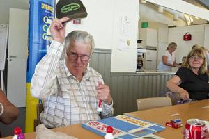 Rolf Broman ropade in storvinsten på hundratusen kronor i lördags. Vinnarbrickan hade samma nummer som hans födelsedag.