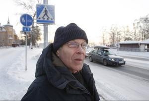 – Den här historien är helt barock, säger Christer Norberg, som vägrade ta emot böteslappen. Nu har ärendet gått till tingsrätten.