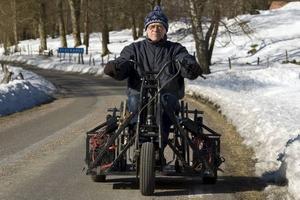Hyfsat snabb. Prototypen av Per Stjärnehags rullstolstrike når knappt 30 kilometer i timmen under provturen.