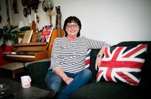 Elizabeth Goodwins brittiska anknytning är påtaglig i hemmet. Trots att hon levt nästan hela sitt 60-åriga liv i Sverige har hon inte känt något behov av att bli svensk medborgare.